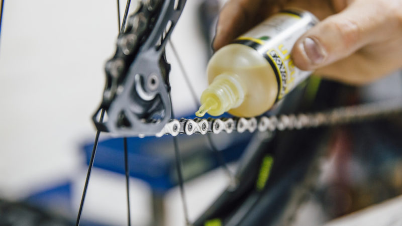 Will swapping your chain lube make you faster?