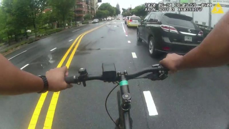 Video: Atlanta police officer borrows cyclist's bike to catch murder suspect