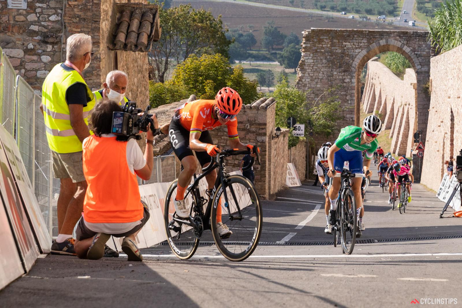 De Giro Rosa, de bijna onzichtbare race