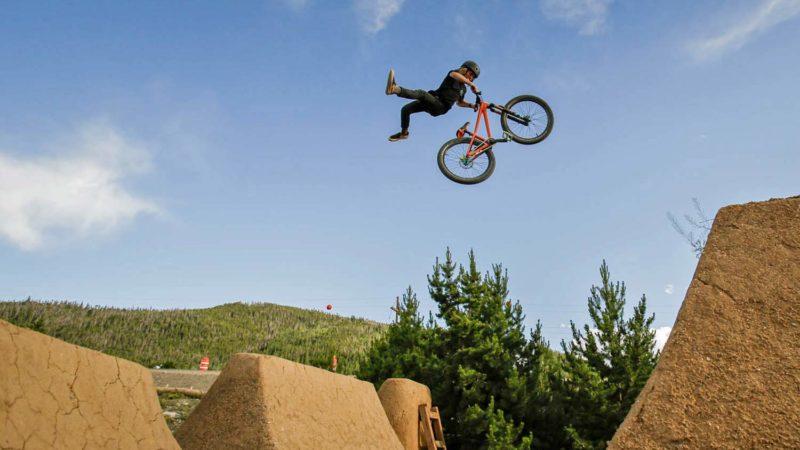 Commencal Absolut 24 donne aux motos de dirt jump un nouveau petit frère à déchiqueter pour les enfants