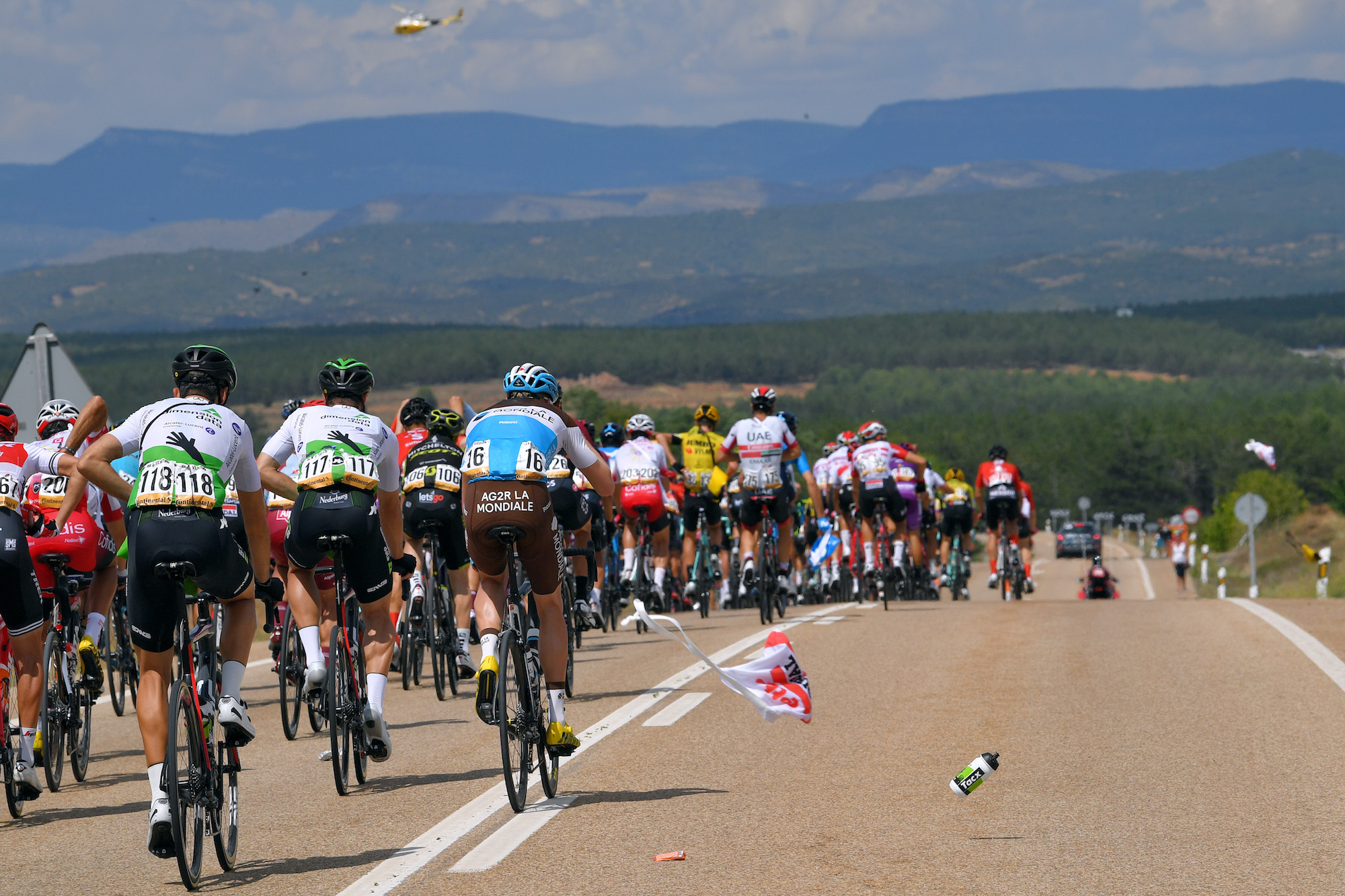 De UCI is van plan om tijdstraffen in te voeren voor renners die tijdens races ronddwalen
