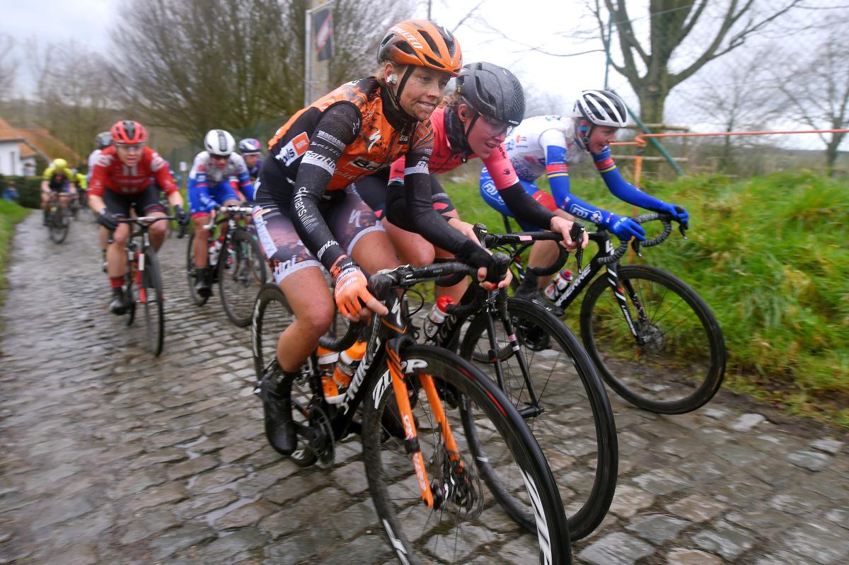 Kvindernes peloton til tackling af 17 pavésektorer i Paris-Roubaix – VeloNews.com