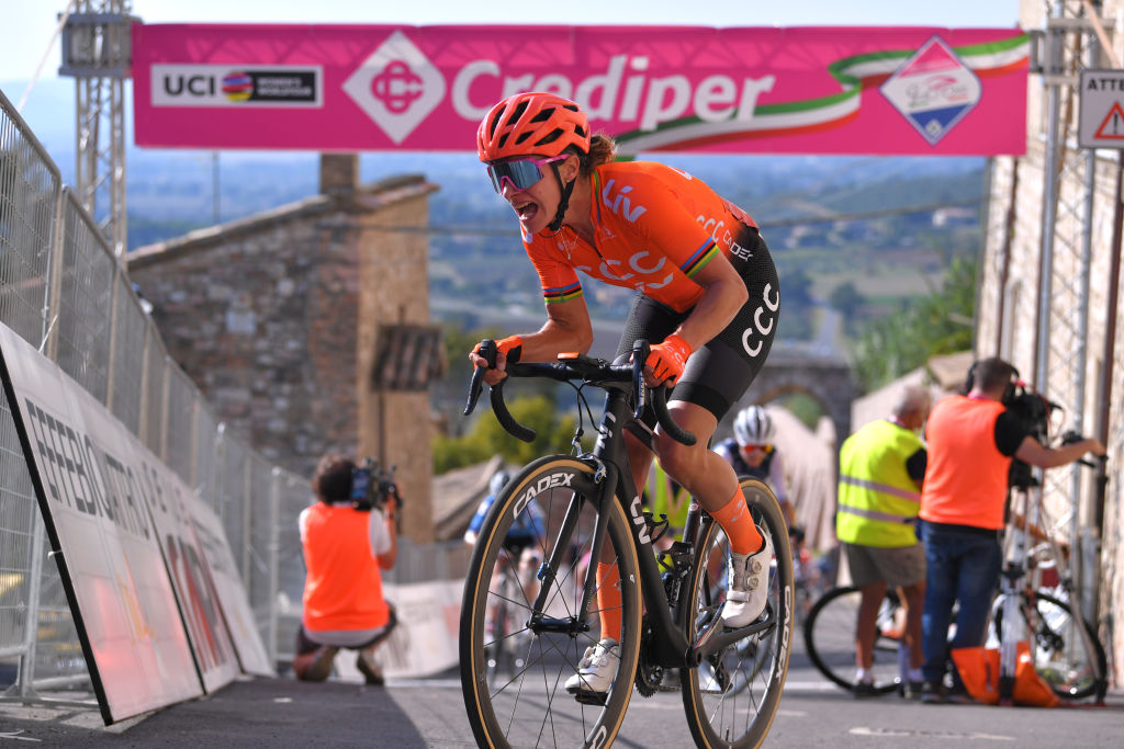 Marianne Vos takes uphill sprint in Assisi – VeloNews.com
