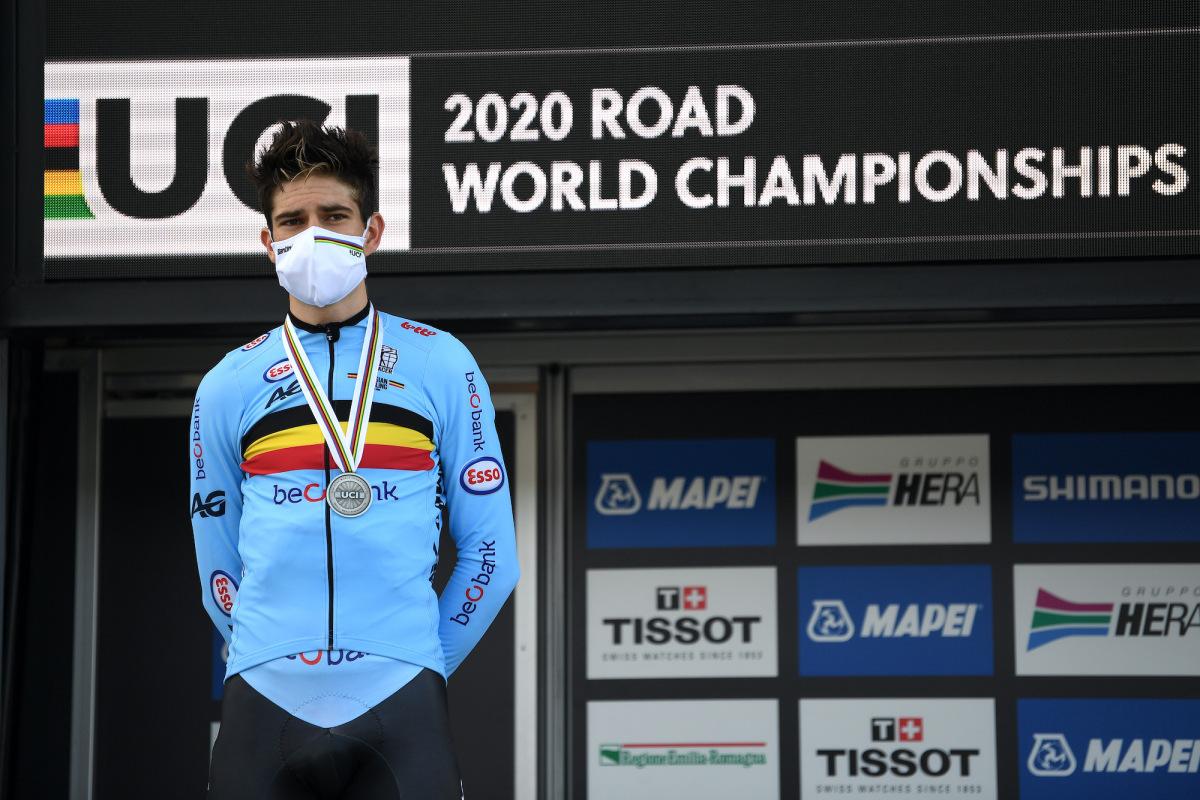 Van Aert troosteloos na dubbel zilver op wereldkampioenschappen – VeloNews.com