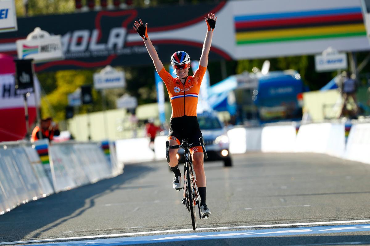 Anna van der Breggen går solo for at tage titlen på racerløb – VeloNews.com