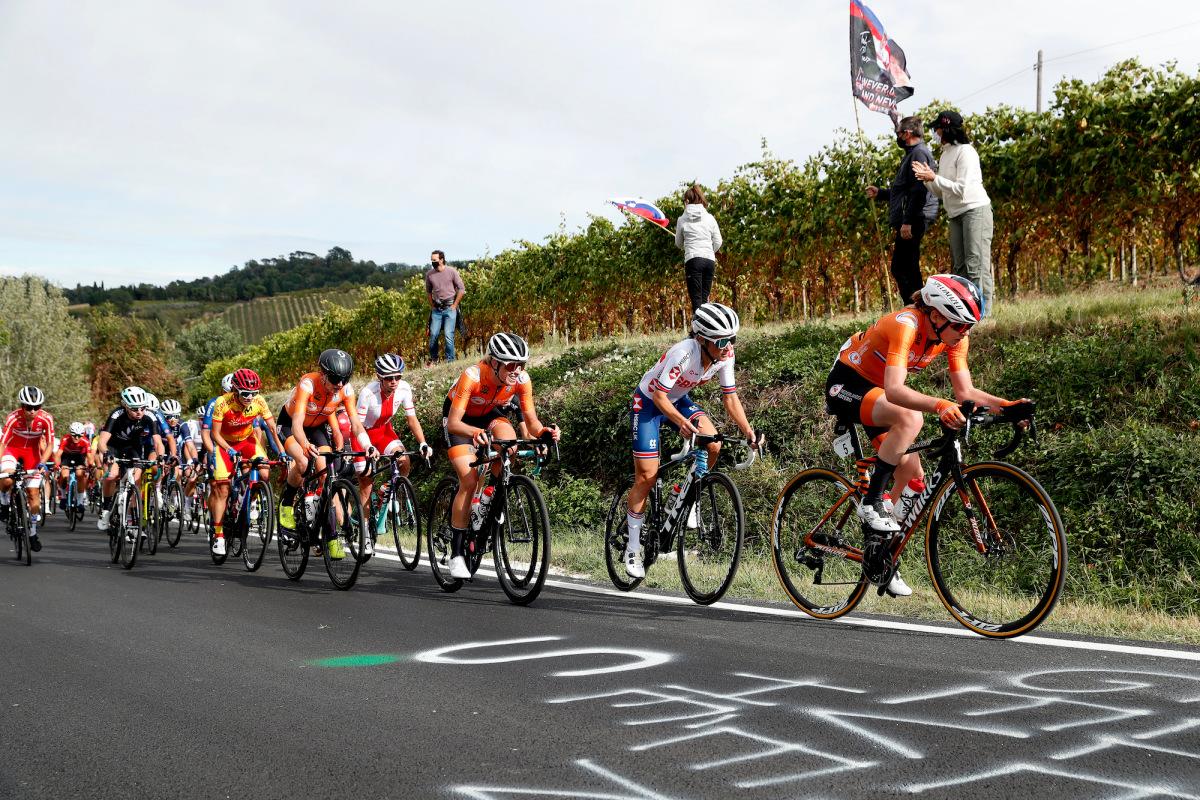 """Le donne olandesi dominano di nuovo il """"giorno per festeggiare"""" ai campionati del mondo su strada – VeloNews.com"""
