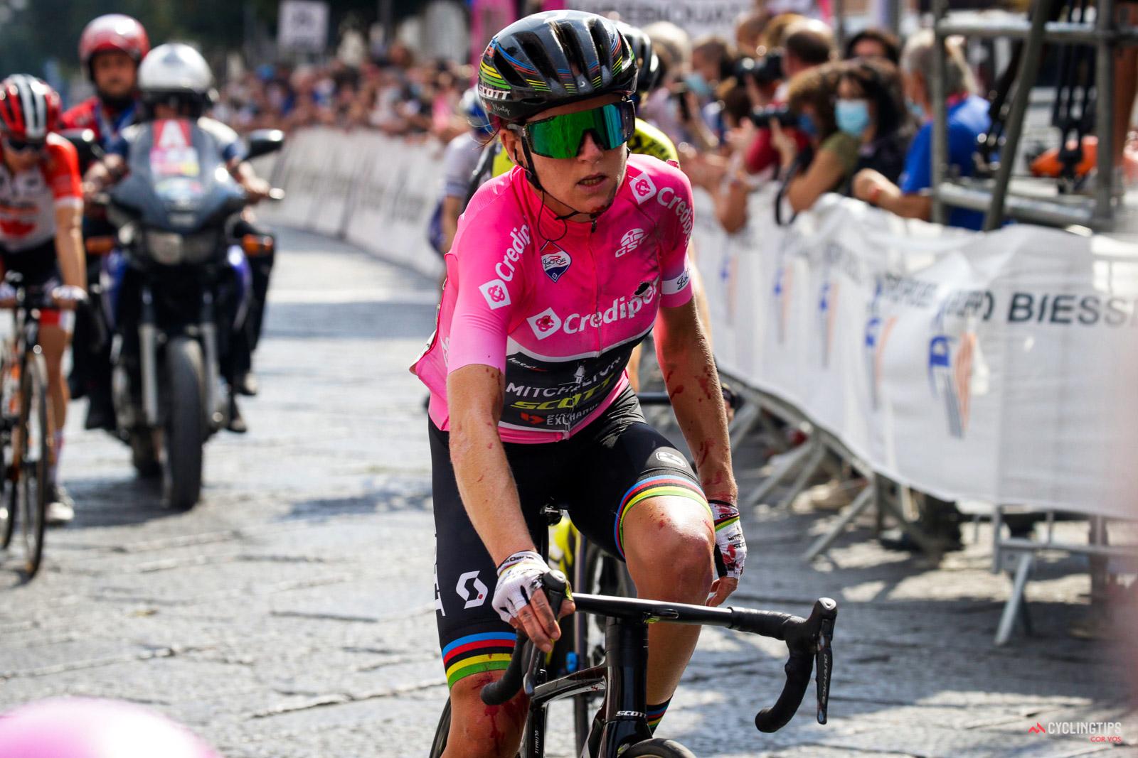 Van Vleuten out of Giro Rosa, will miss Worlds with broken wrist