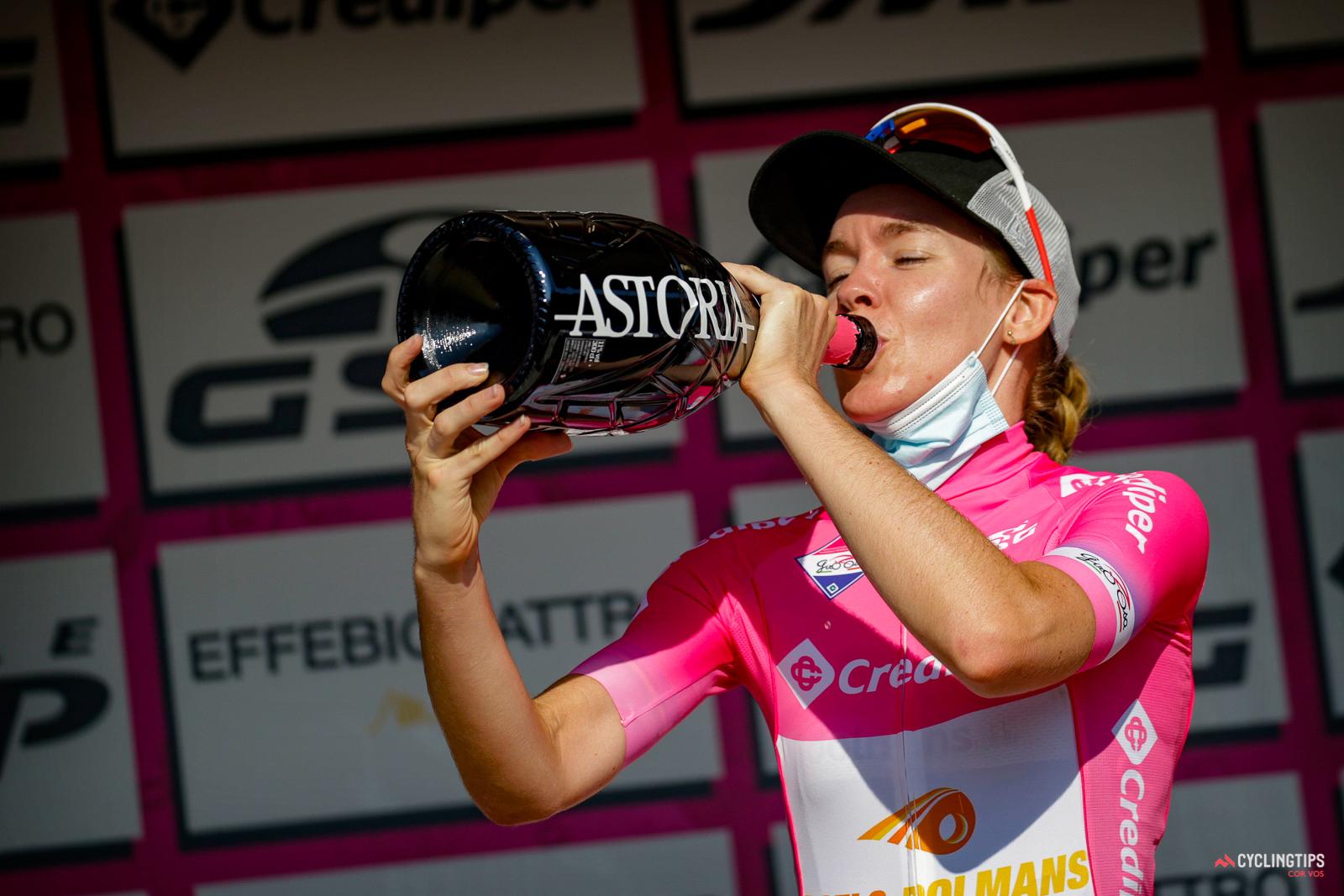 Anna Van der Breggen gana el Giro Rosa, Évita Muzic gana la etapa final