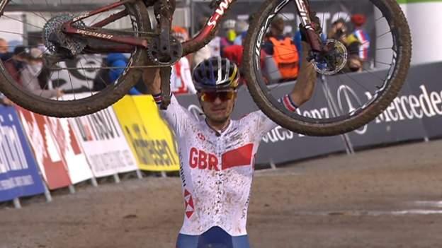 Wereldkampioenschappen mountainbiken: Tom Pidcock uit Groot-Brittannië wint de titel van de U23 wereldkampioenschappen langlaufen
