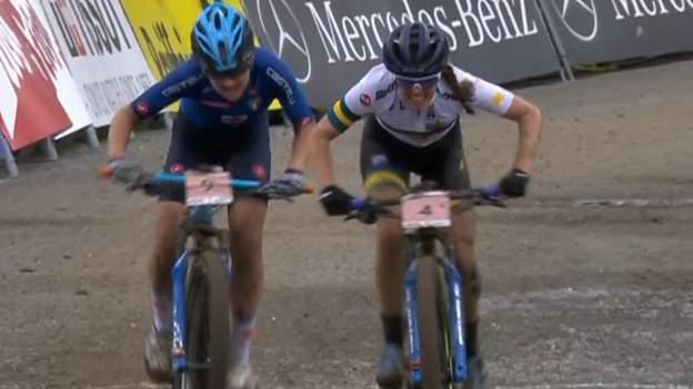 Campeonato Mundial de Mountain Bike: el campo a través femenino termina con una dramática carrera por la plata