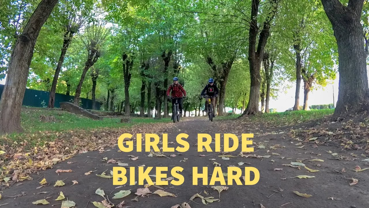 Осеннее катание на велосипедах Девушки зажигают | Autumn cycling Girls ride bikes hard! Bike Trip