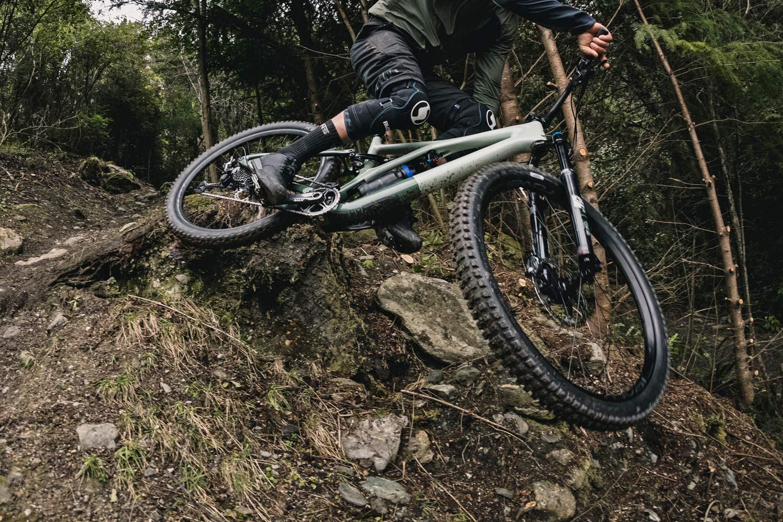 2021 Specialized Stumpjumper 29er als kurzes, schnelles und aggressives Trailbike umgestaltet