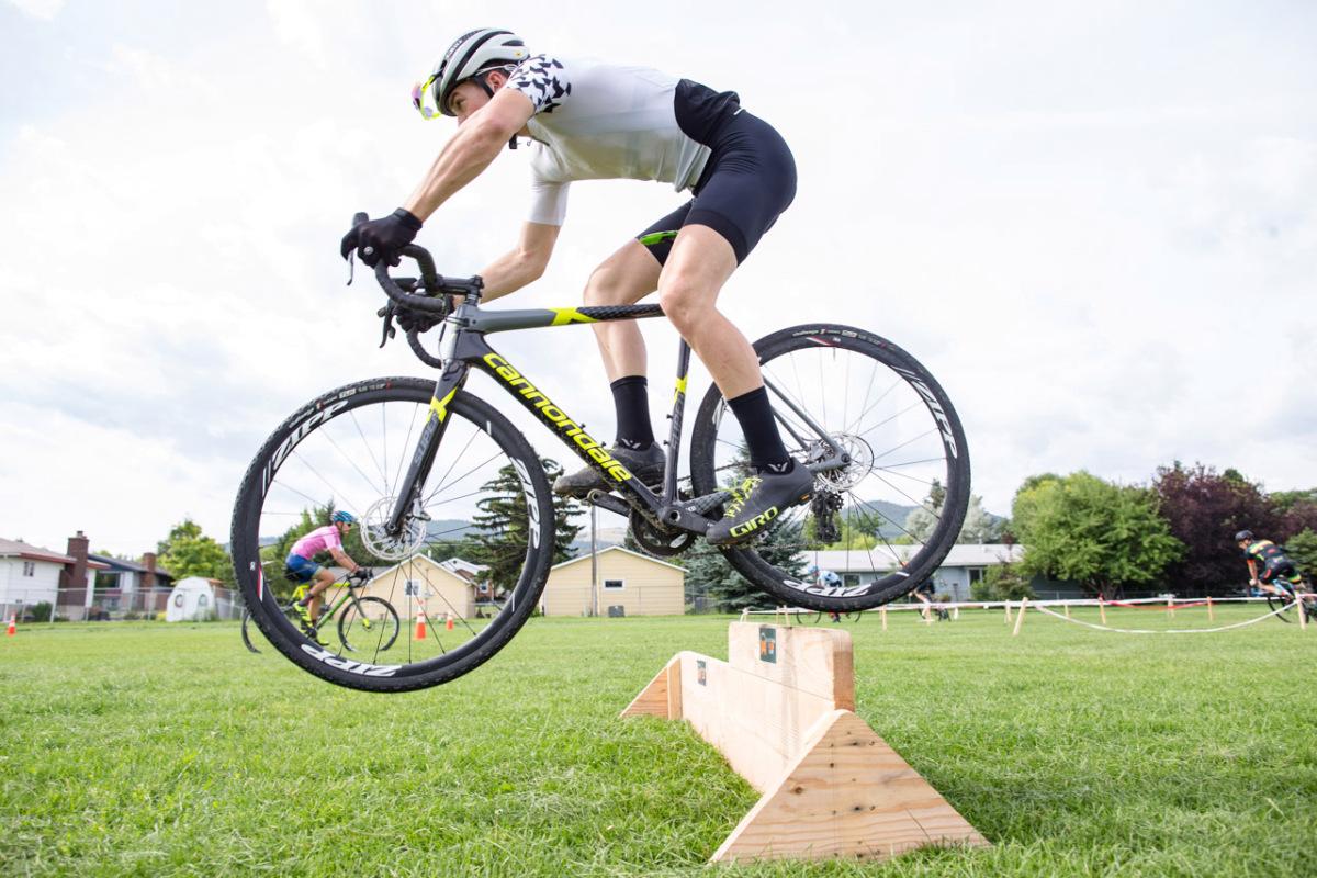 Hvordan EuroCross Academy holdt børn stokede på cyclocross under COVID-19 – VeloNews.com