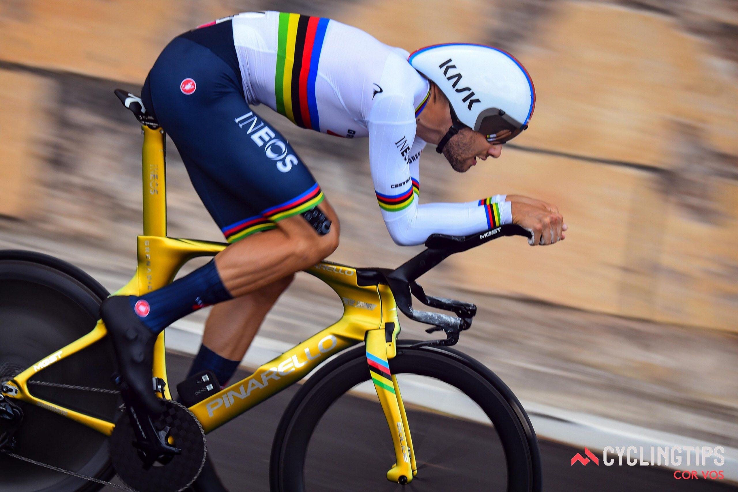Filippo Ganna droeg als eerste roze tijdens de Giro d'Italia en vestigt een nieuw TT-snelheidsrecord