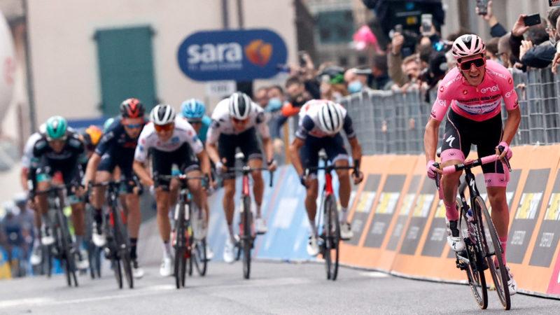 Wie is João Almeida en kan hij de Giro d'Italia winnen?
