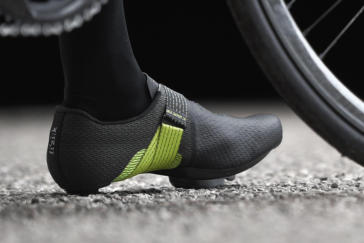 Fi'zi: k Vento Stabilita envuelve el soporte del arco ajustable en un zapato de carreras de carretera dinámicamente ajustable