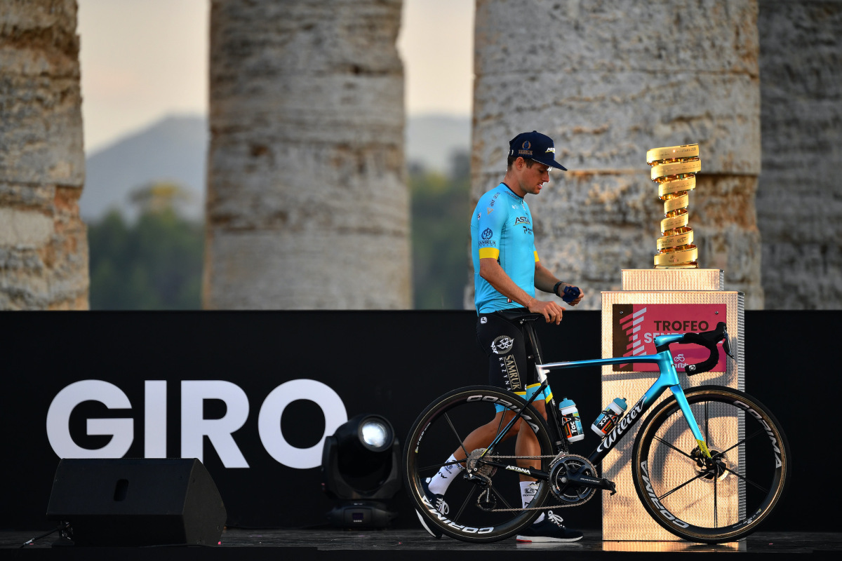 Otra salida anticipada de Astana deja a Jakob Fuglsang con pocas manos en el Giro de Italia – VeloNews.com