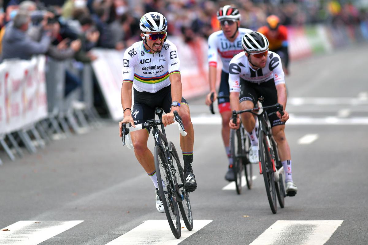 Julian Alaphilippe stieg im Finale von Lüttich-Bastogne-Lüttich – VeloNews.com für den eigensinnigen Sprint ab