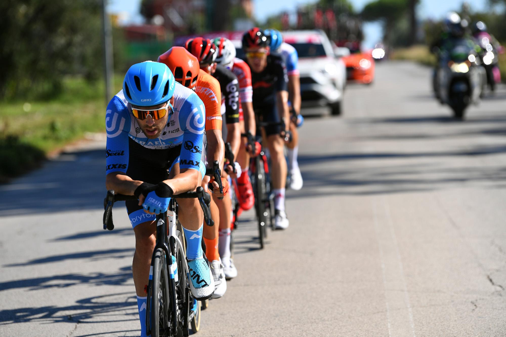 Alex Dowsett percorre 17 km da solo per conquistare la gloria nell'ottava tappa del Giro d'Italia 2020
