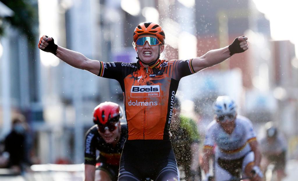 Jolien D'hoore remporte une édition passionnante de la course féminine Gand-Wevelgem