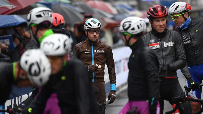 Giro d'Italia-peloton gedwongen tot protest na aanvankelijke weigering om etappe in te korten, zegt Adam Hansen