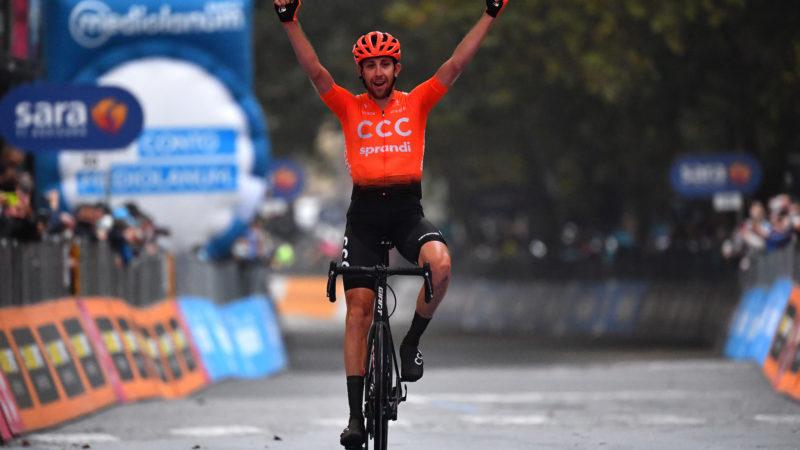 Josef Černý soleert weg van kopgroep naar overwinning in etappe 19 van de Giro d'Italia 2020