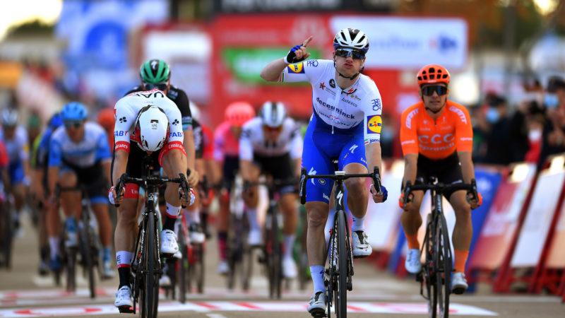 Sam Bennett wint voor Ierland in de vierde etappe van de Vuelta a España 2020