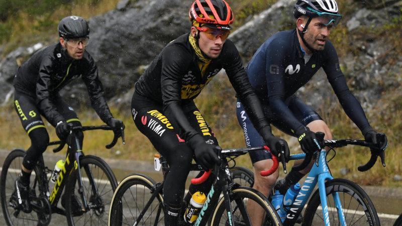 Primož Roglič verloor de voorsprong in de Vuelta a España na een probleem met zijn regenjack