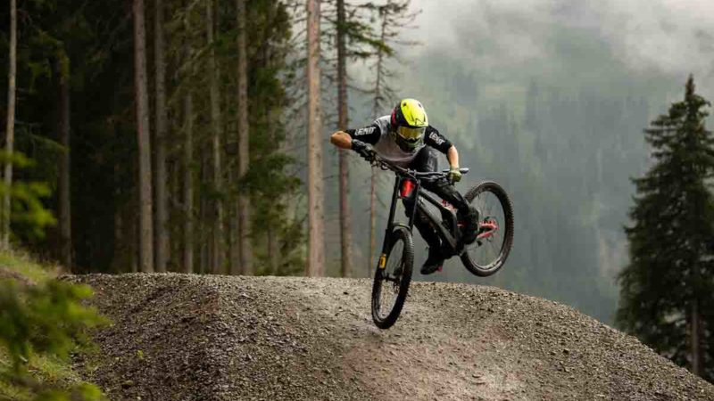 Leatt launches new and updated TWENTY21 MTB clothing line w/ more magnetic hoods!