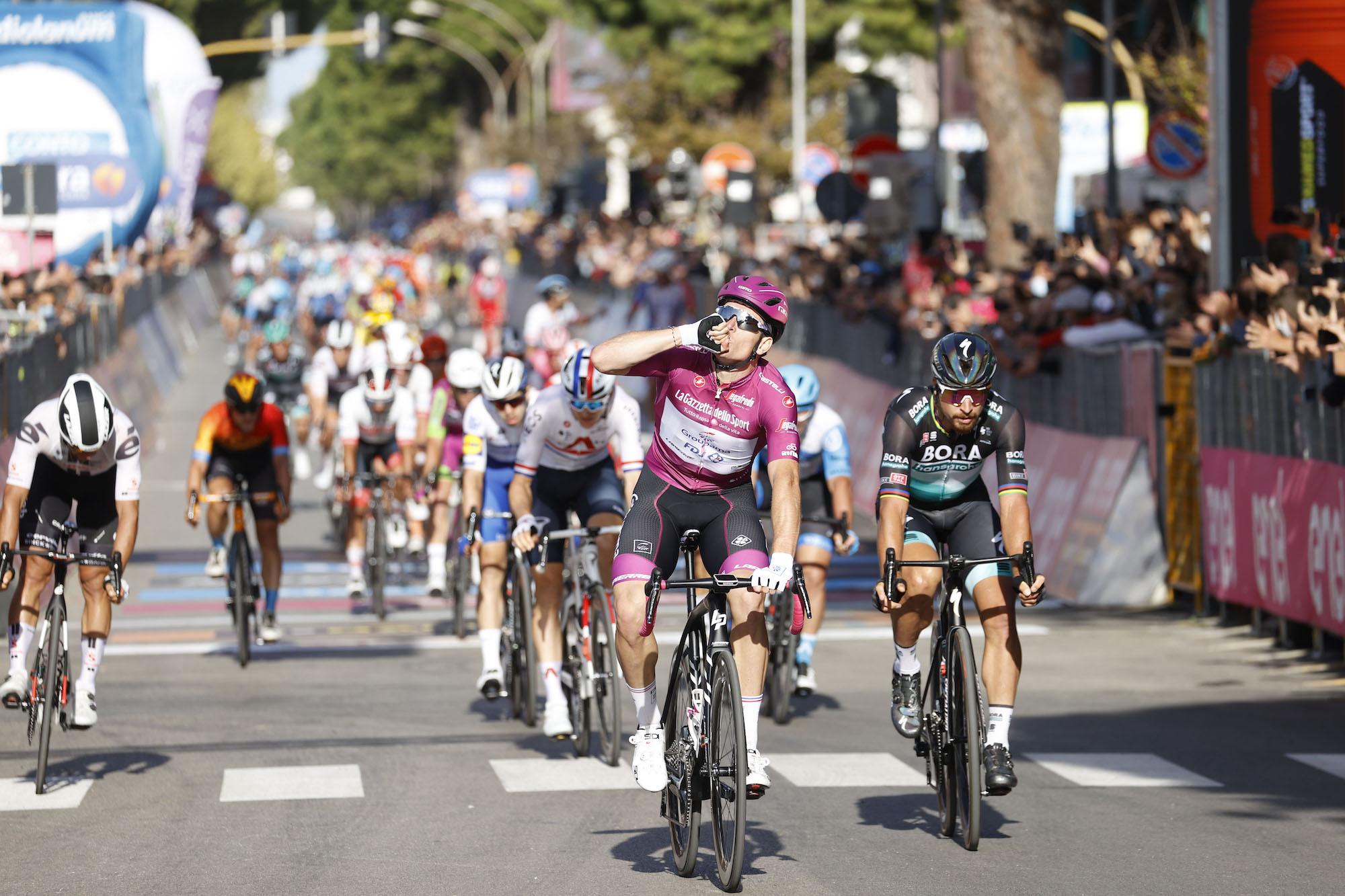 Arnaud Démare ottiene la sua tripletta di vittorie sulla settima tappa del Giro d'Italia 2020