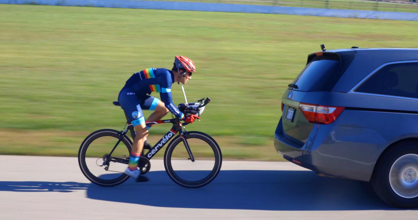 Ein Mann, ein Minivan, eine Nascar-Strecke und ein neuer Weltrekord