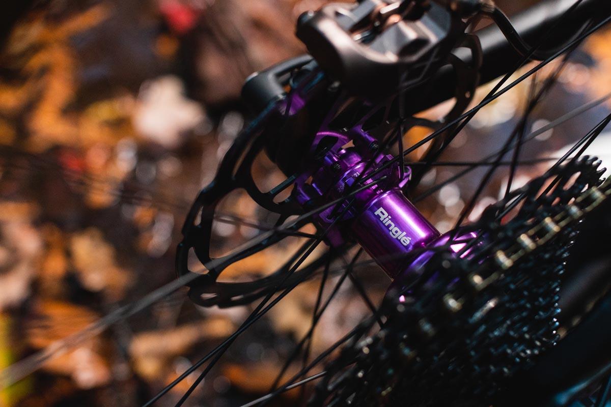 Le ruote Düroc SD37 PRO in edizione limitata girano con mozzi Ringlé Super Bubba 3D-Violet