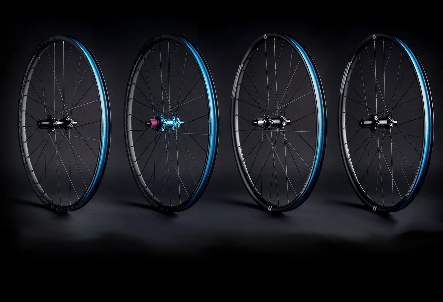 Le ruote Reynolds 309/289 XC montano cerchi specifici anteriori e posteriori, mozzo LTD Ringlé Super Bubba X