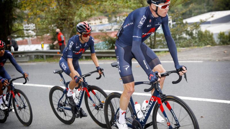 Froome mène la protestation des coureurs à la Vuelta, retardant le départ sur les intervalles de temps de l'étape 10