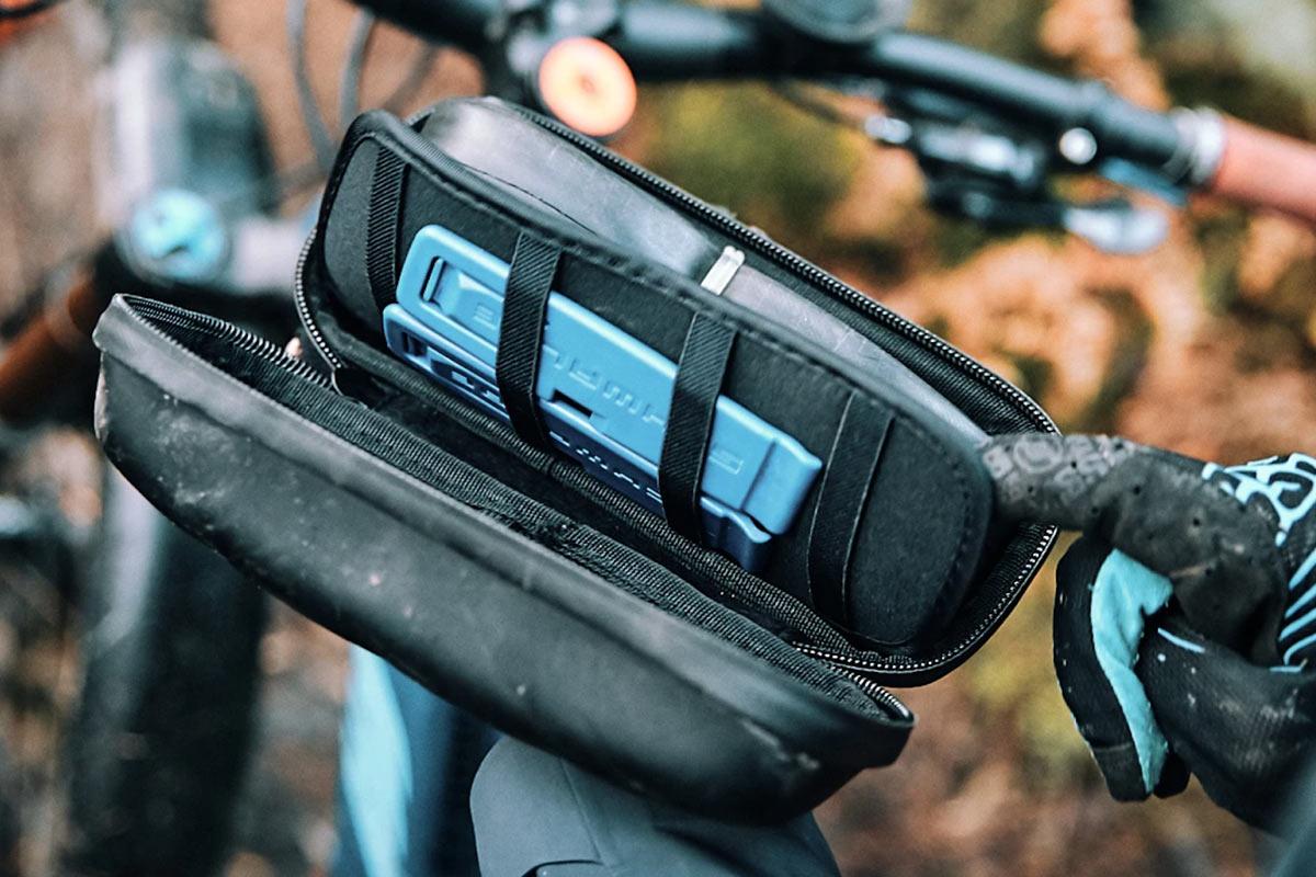 Fidlock Toolbox offre un'opzione di archiviazione magnetica a connessione rapida per attrezzi da bici, telefono e altro