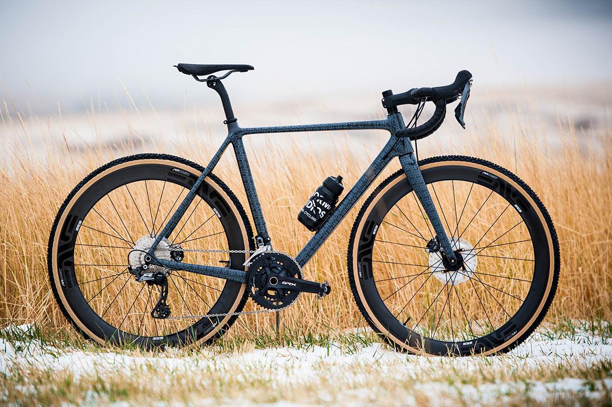 Le All Road du nouveau Pursuit Cycles est un peu comme un vélo de gravier, mais plus rapide