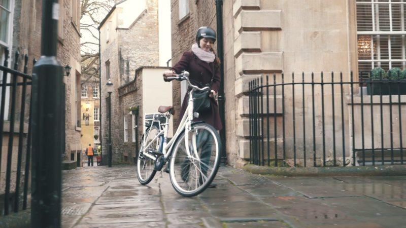 Pendleton Somerby Electric Bike – White & Navy   Halfords UK