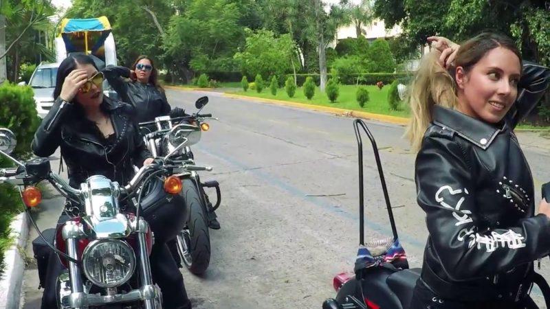 Chicas Biker Estampida