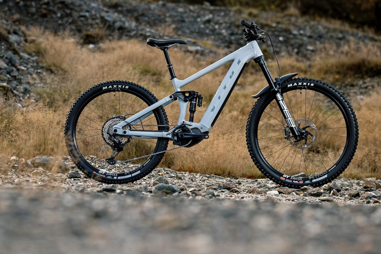 Vitus E-Sommet potencia las carreras de auto-lanzadera con la nueva bicicleta eléctrica de enduro mullet de aleación