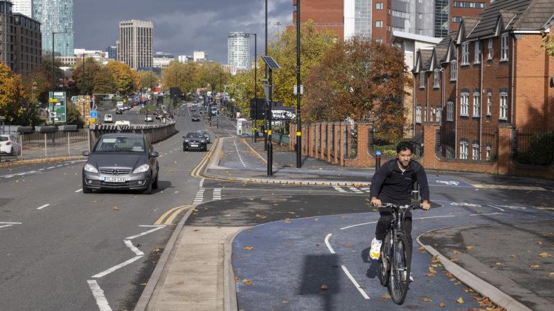 Regeringen falder bagud på cykelmålet på 2 mia. £, da budgettet reduceres med 15 procent