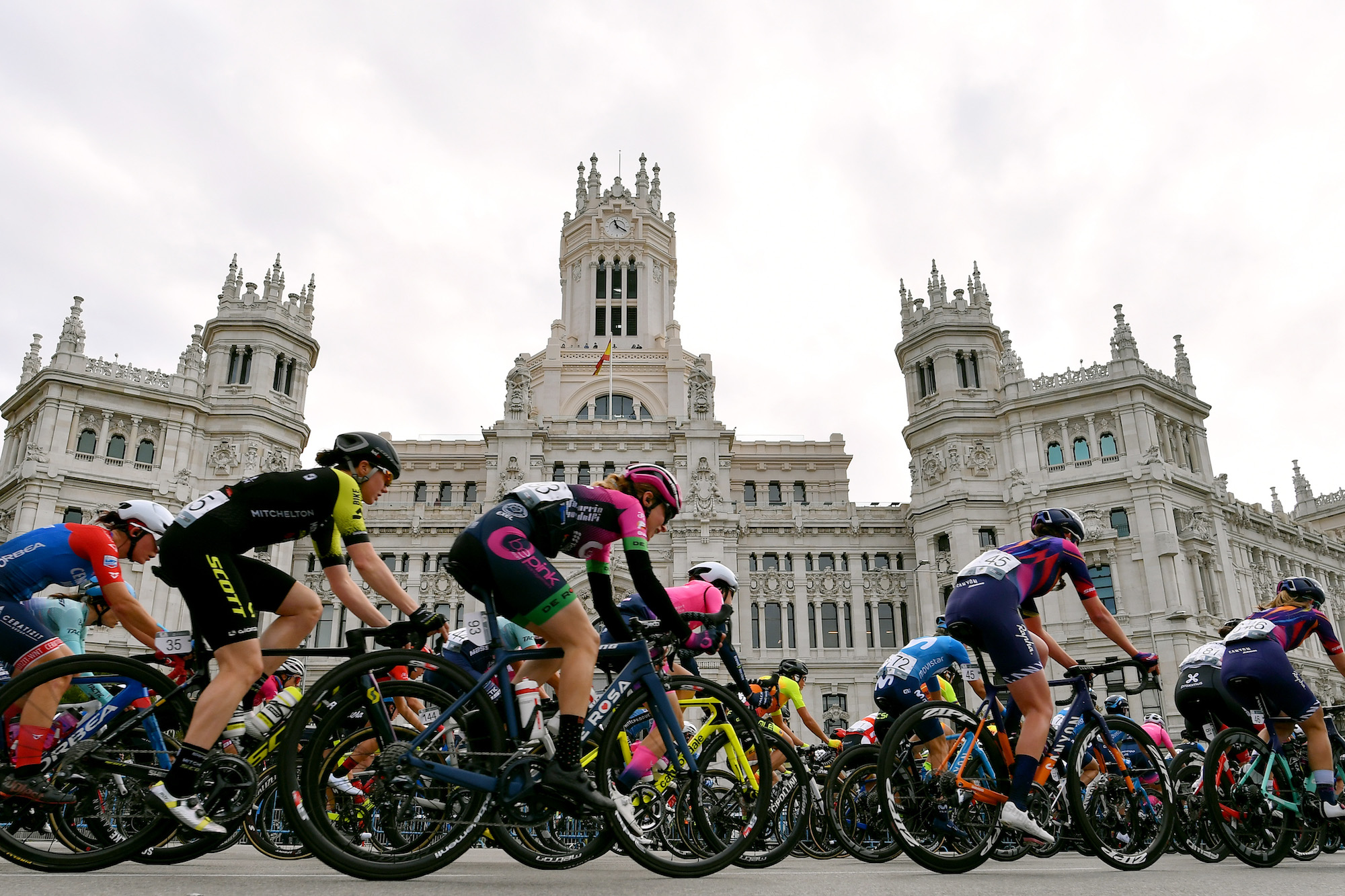 'Gracias a todos desde el fondo de mi corazón': los ciclistas profesionales reaccionan cuando la extraña e impredecible temporada 2020 llega a su fin