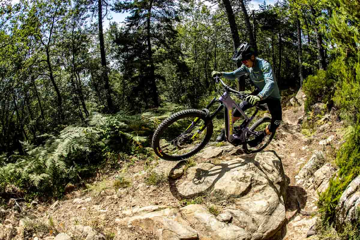 Santa Cruz electrifies and mullets another bike: Meet the new Bullit