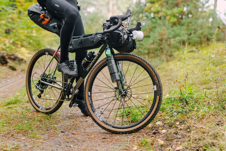 Paquetes de bicicletas de grava de acero inoxidable Standert Erdgeschoss en más aventuras en bicicleta