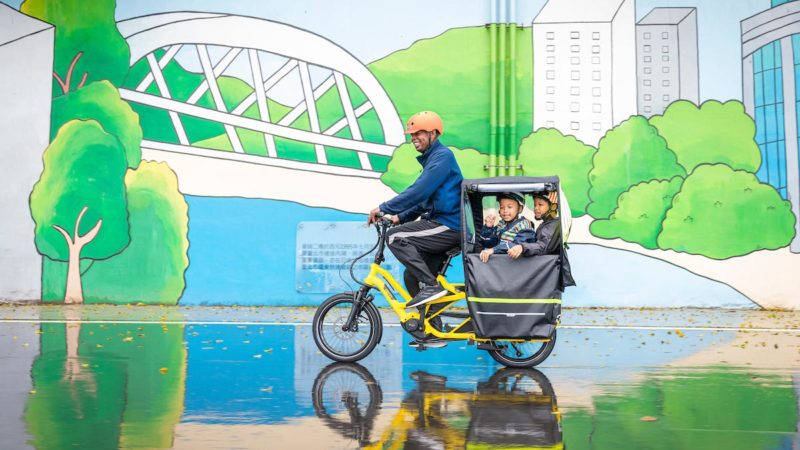 Kids get a rolling Clubhouse Fort with new modular accessories for Tern GSD cargo e-bike