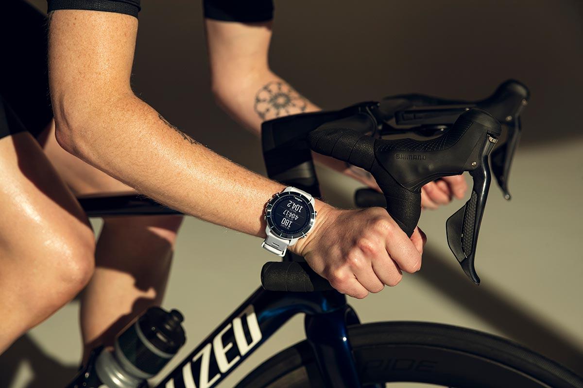 El reloj GPS multideporte Wahoo ELEMNT Rival rastrea las transiciones de triatlón con tecnología sin contacto