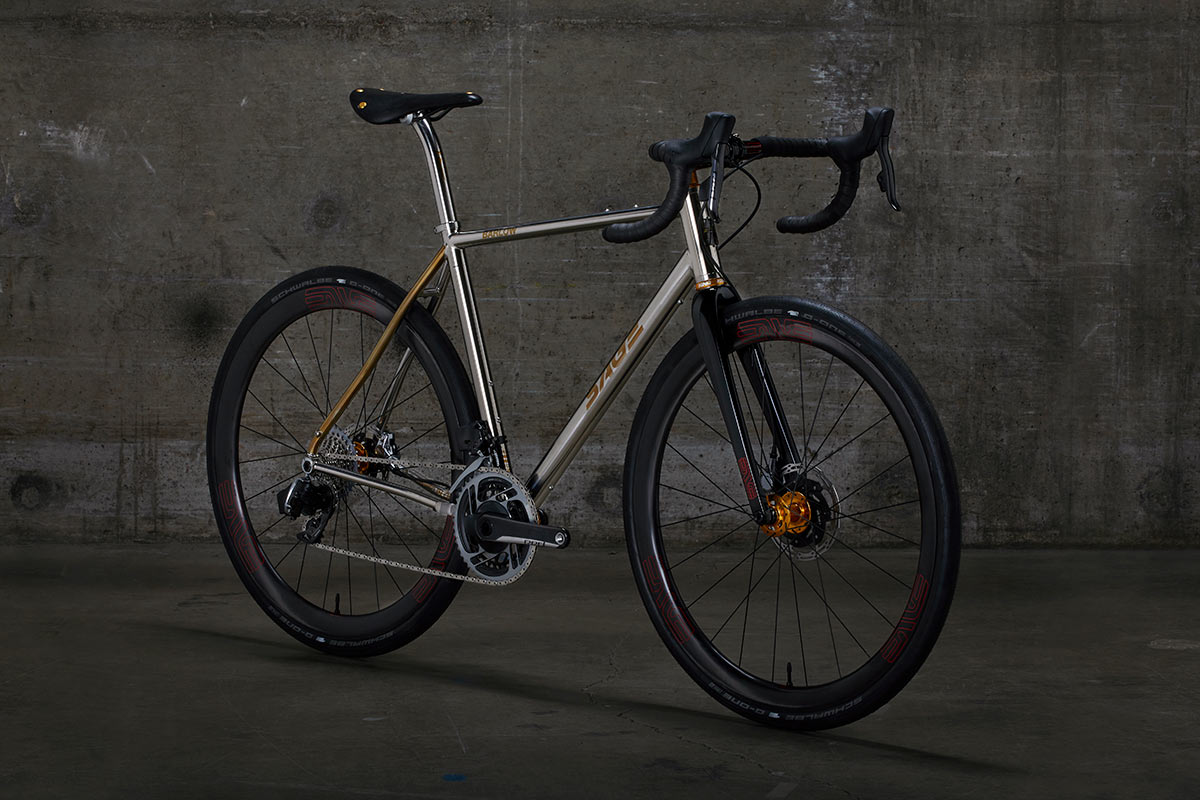 La bicicleta de carreras de grava Sage Barlow se moderniza y muestra un acabado pulido brillante