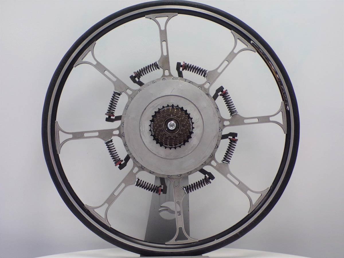 Super Wheel ressorts à la vie avec conversion du poids en énergie, alternative possible au vélo électrique