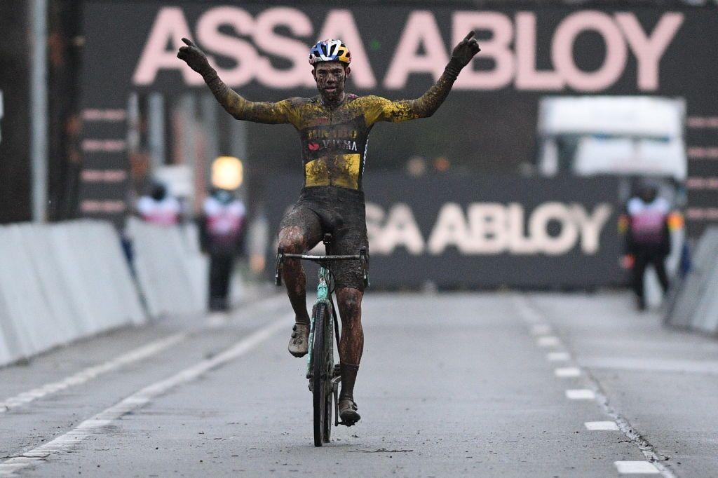 Van Aert vince la Coppa del mondo di ciclocross di Dendermonde