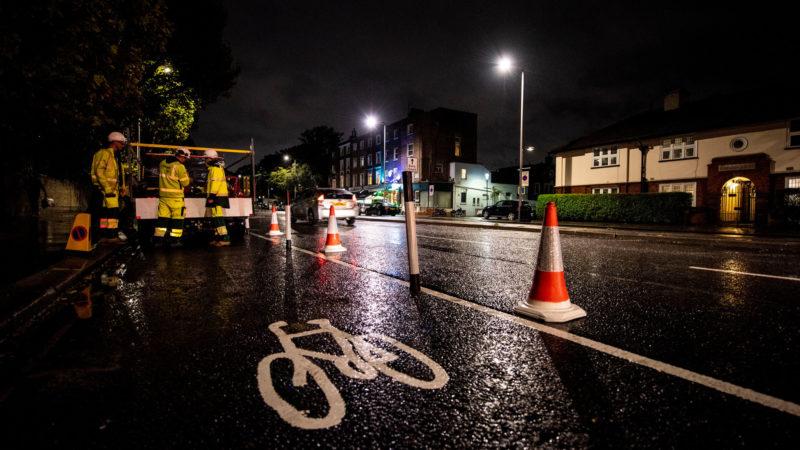 Cyklist forlod hjernerystelse efter nedbrud på travl gade, hvor rådet fjernede cykelbane