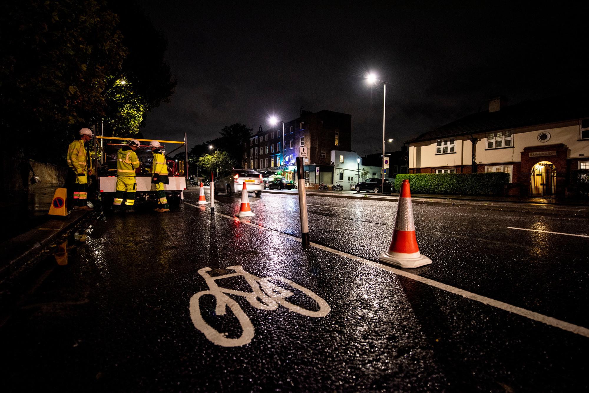 Ciclista quedó conmocionado después de un accidente en una calle muy transitada donde el consejo eliminó el carril bici